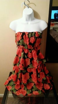 Never worn floral dress Indianapolis, 46268