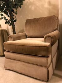Nice gold chair. Appears to have dark spots on photos due to fabric. No stains! No smoke, pet environment . Modesto, 95356