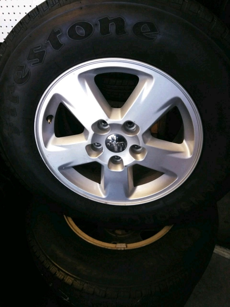 Photo Set 4 rims and tires used size R17X8 from jeep 5