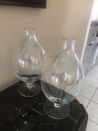 2 glass vases Sterling Heights, 48310