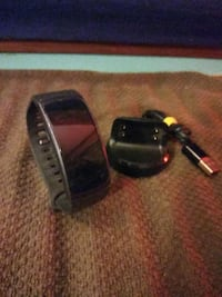 Samsung Gear Fit 2 - Smartwatch & Charger