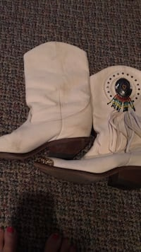 white and black leather cowboy boot 43 km