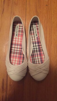 Pair of white flats New York, 11366