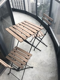 Patio table with 2 chairs $30 Toronto, M5B 1L3