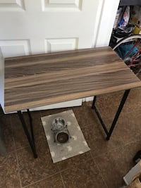 Small desk/table  Knoxville, 37920