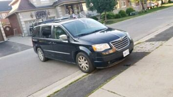 2010 Chrysler Town and country 250k