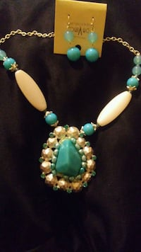 Beautiful turquoise necklace and matching earrings Pine Hill, 08021