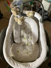 baby's white and gray bouncer Chantilly, 20151