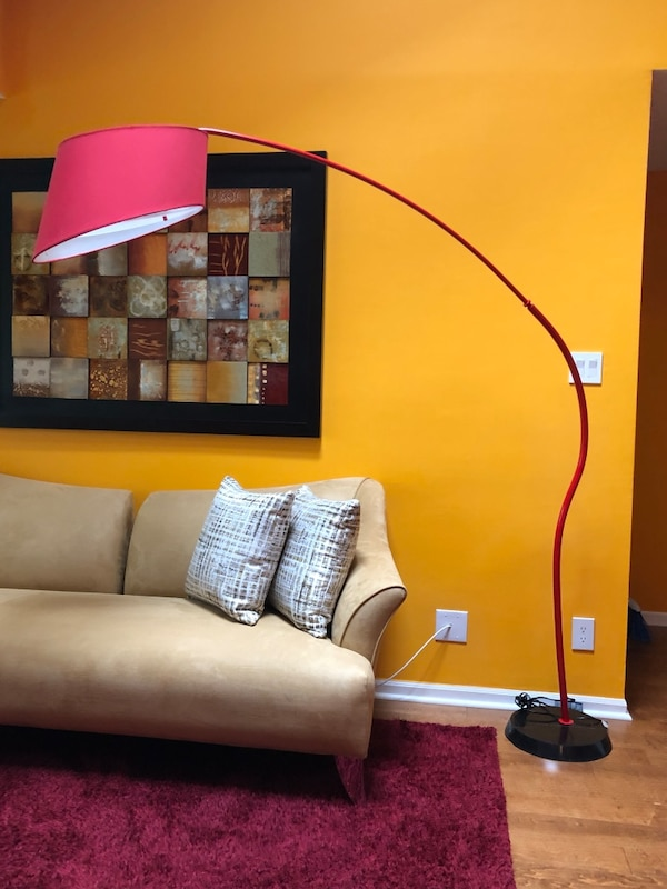 Floor Lamp and coffee table 23244deb-1156-4a70-83f6-5395bddd4d74