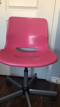 Ikea pink rolling chair  Mississauga, L5M 0P7