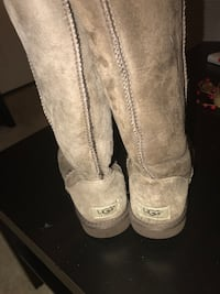 Pair of brown ugg boots size 8-8.5 Reston, 20190