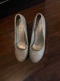 Sparkly silver Heels Whitby, L1N 8J9