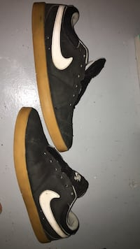 Black-and-brown nike low-top sneakers