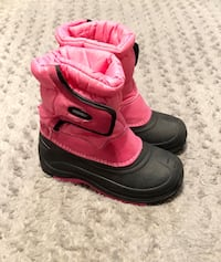 Girls Khombu snow Boots Paid $55 size 2 Like new Great condition!
