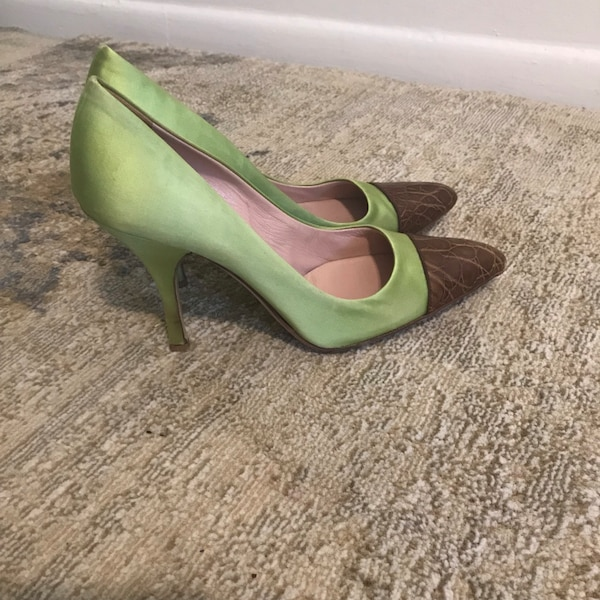 pair of green leather pointed-toe heeled shoes