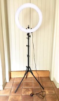 18in LED Diva Ring Light Kit (great for shooting photos, videos & small product) Toronto