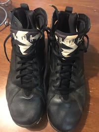 pair of black-and-white Air Jordan 7's Ellabell, 31308