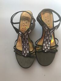 Like New women's sandals size 7 Toronto, M2M
