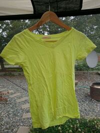 yellow V-neck t-shirt Nanaimo, V9R 1S4