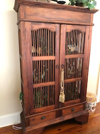 Spindle style cabinet