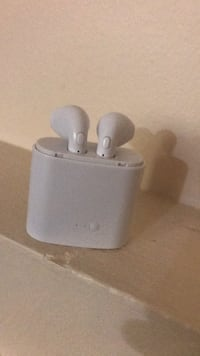 Apple Earphone wireless with charger Edmonton, T6J 4M5