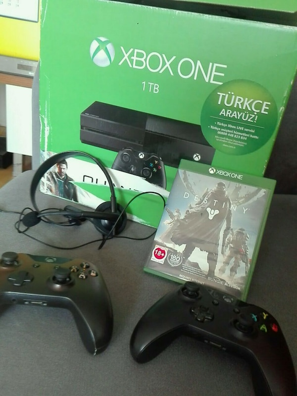 XBOX ONE 1 TB + 2 orijinal kol+Destiny Oyun CD
