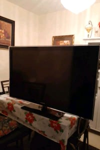 Samsungs 48 inches flat screen tv every good condition picture bright Toronto, M1H 1R1