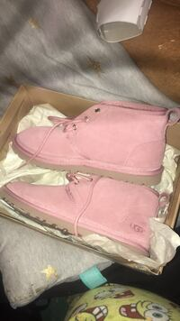 Pair of pink Ugg boots never worn Woodbridge, 22192