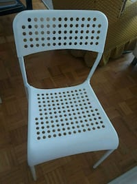 white and gray plastic chair Westmount, H3Z