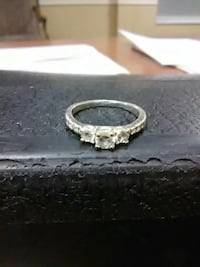 Silver tone ring with crystal stones The Woodlands, 77381