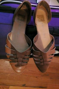 pair of brown leather open-toe heeled sandals Manassas, 20110