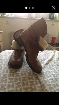 pair of brown suede boots Tilbury, RM18 8HS