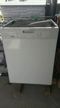 Dishwasher  York, M6M 3N9