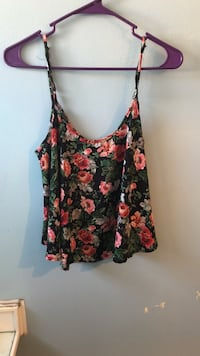 black, red, and white floral spaghetti strap tank top Sioux Falls, 57105