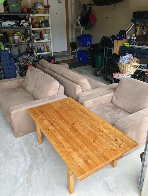 BEIGE COUCH 3 PIECE SET - GOOD CONDITION- ????FREE DELIVERY TODAY ONLY???? d733245a-8120-44a1-b9b3-9fc8d979c4c5