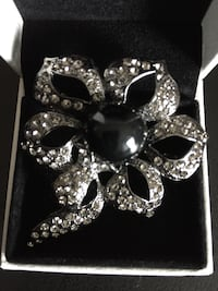 Swarovski Crystals Brooch Richmond Hill, L4B 4T8
