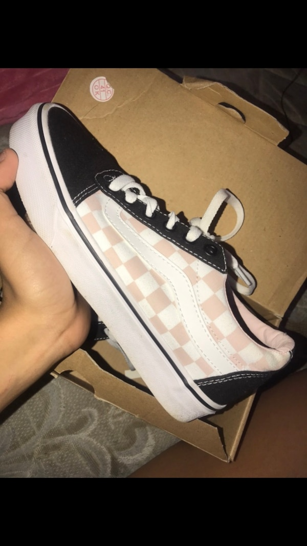 Used White and pink checkered vans for sale in Syracuse - letgo dcacd5640