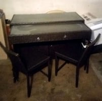 Wicker extendable table & chairs