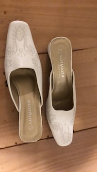 Wedding backless shoes brand new, sparkles white, embroidery down middle of shoe Vancouver, V6A