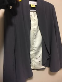Women's XS blazer (fits larger I wear a M usually) worn once. Paid 60  Toronto, M6S