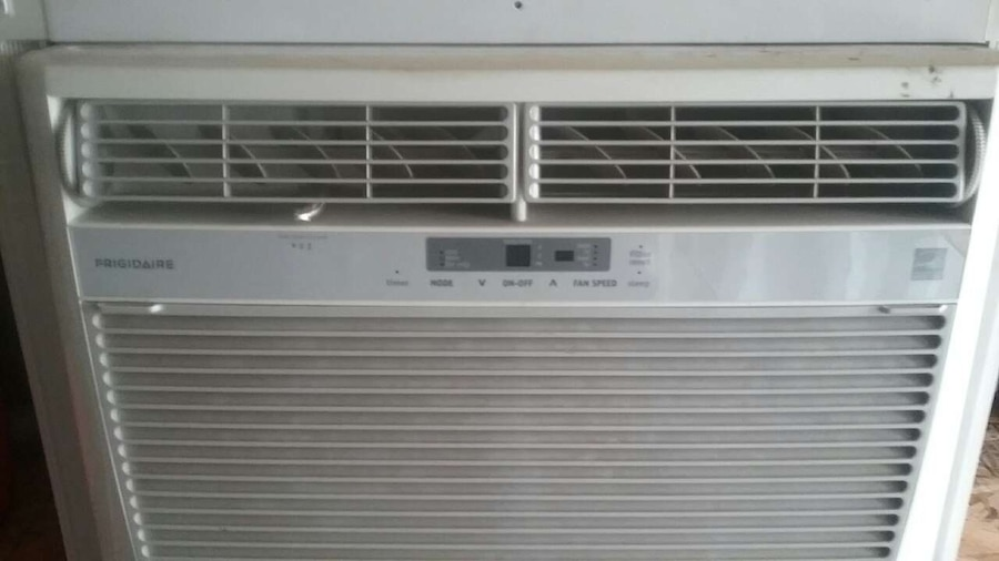 Letgo window air conditioner in rokeby ne for 14 wide window air conditioner