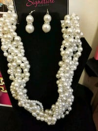 white pearl beaded necklace with earrings Jonesboro, 30238