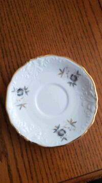 China set of 8 pieces each made in poland Brampton, L6R 1L2