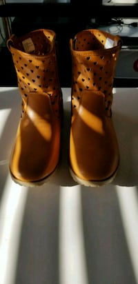 Spring boots size 5 for kids Laval, H7W 3G5