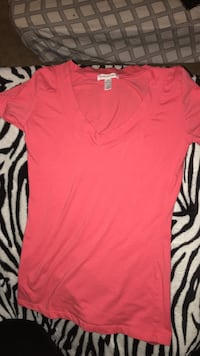 Coral v neck size L fits like a S-M  Beech Grove, 46107