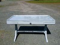 Shabby chic coffee table. Grants Pass, 97526