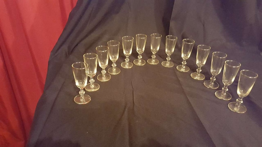 clear champagne glasses