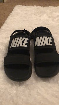Pair of black-and-white nike slide sandals size 5 Baton Rouge, 70820