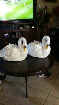 two white ceramic swan figurines Los Angeles, 90042