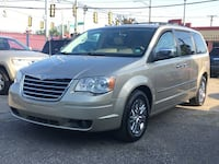 Chrysler-Town and Country-2008 Detroit